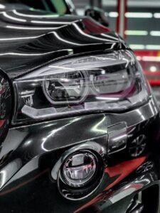 BMW X5 – детейлинг Тюмень - оптика и плёнка