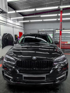 BMW X5 – детейлинг: оптика и плёнка