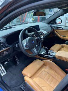 BMW X4. Оклейка глянцевых вставок салона полиуретановой плёнкой