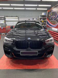 BMW X4: полировка кузова, керамика, оклейка глянцевых вставок салона